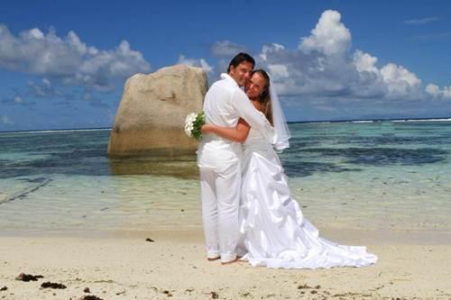 Matrimonio Spiaggia Genova : Sposarsi alle seychelles al quot le domaine de l orangeraie