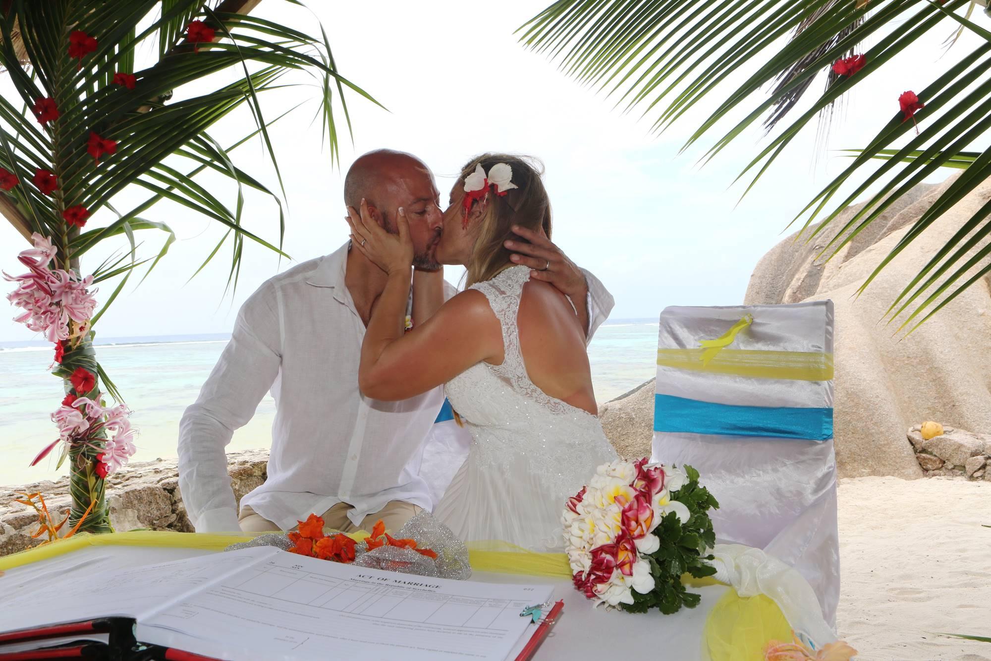 Matrimonio Simbolico Alle Seychelles : Foto matrimonio alle seychelles di gabriella e stefano